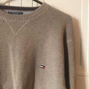 TOMMY HILFIGER MENS HEAVY KNIT SWEATER- SIZE LARGE